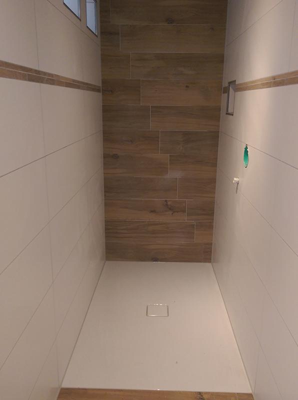 Badezimmer modern Fliesen Sanitär Dusche