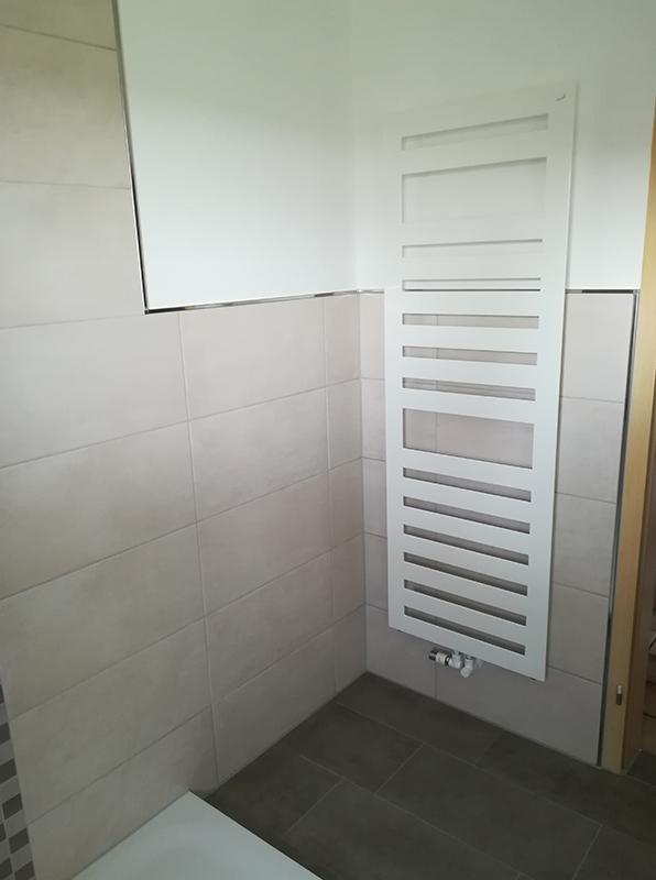 Badezimmer modern Fliesen Sanitär Heizung